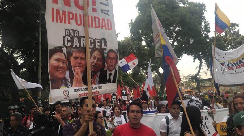 Los marchistas llevaban carteles contra el Grupo de Lima, los Gobiernos neoliberales de región y contra el secretario general de la Organización de Estados Americanos (OEA), Luis Almagro.
