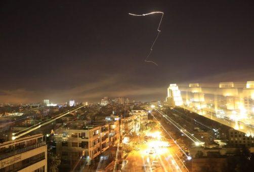 Francia, Reino Unido y EE.UU., bombardearon la madrugada de este sábado a Siria.