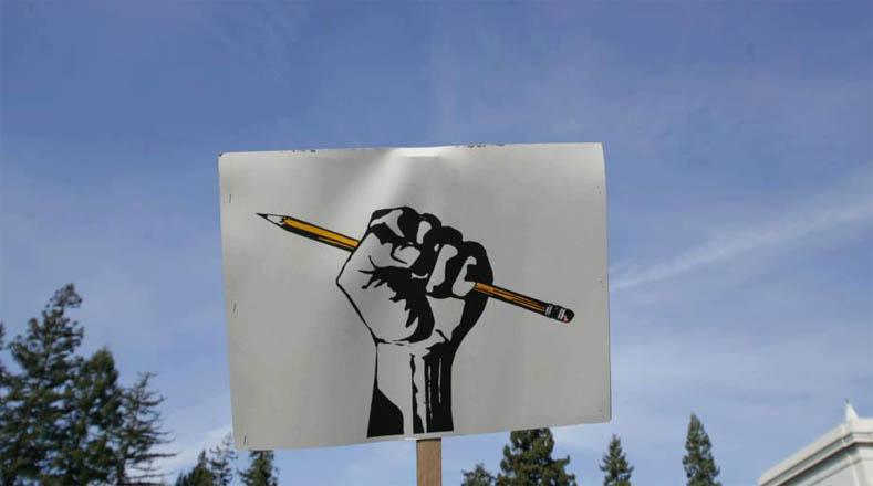 Los estudiantes exigen su derecho a una educación gratuita y de calidad.