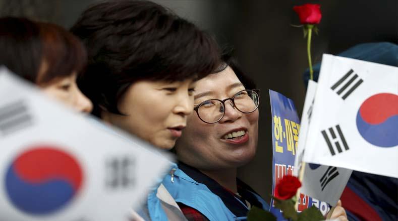 Coreanos apoyaron la decisión de paz de ambos líderes y estuvieron muy atentos a la transmisión en vivo durante todo el encuentro, alegando que este día es un capítulo feliz para la historia de los dos países.