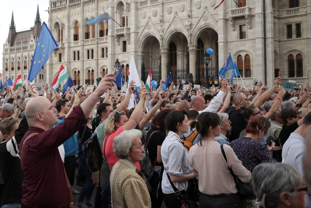 Thousands of demonstrators gathered outside the Hungarian parliament in Budapest to voice their opinions.
