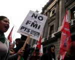 Argentina: Hundreds Protest Against Government Deal With IMF