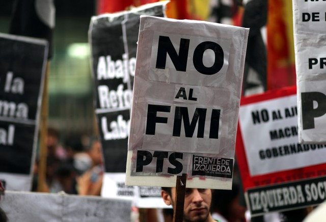 The block of deputies of the Peronist-Kirchnerist alliance Frente para la Victoria (Front for Victory) criticized the decision of the Argentine President Mauricio Macri to request a financing for US$30 billion from the International Monetary Fund (IMF).