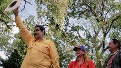 Esta lectura no es nueva y enlaza con discursos, decisiones y prácticas de distintos actores internacionales sobre la democracia venezolana, cuestionando el sistema electoral y su calidad democrática.