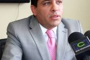 Colombian Senator Alexander Lopez survived an attack in Cali on Friday night when he was shot at by two assailants.