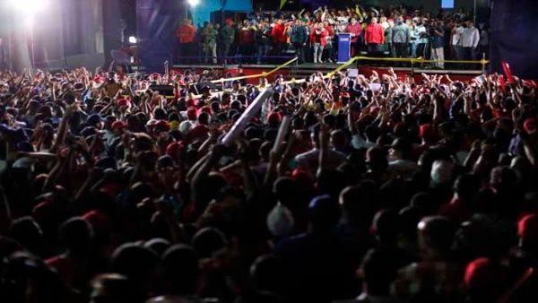 Seguidores del candidato a la reelección celebraron su triunfo electoral.