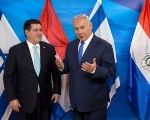 Israeli PM Benjamin Netanyahu next to Paraguayan President Horacio Cartes following the opening ceremony of the embassy of Paraguay in Jerusalem, May 21, 2018.