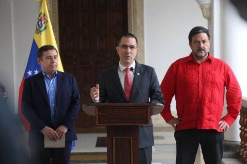 """""""El pueblo venezolano demostró ayer (durante la jornada electoral) que tiene el brazo fuerte y no se deja torcer"""", apuntó Arreaza."""