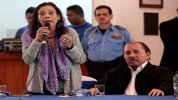 """La vicepresidenta Murillo (i) abogó por """"la recuperación de la paz"""" ante los hechos de violencia vividos en la nación centroamericana."""