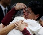 Mother and daughter hug each other after hearing the tribunal's sentence against four military officers for the disappearance of their son and brother Marco Antonio Molina Theissen. May 23, 2018.