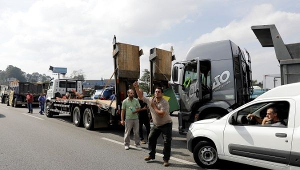 Truckers block the Imigrantes highway SP-160 during a protest against high diesel fuel prices in Sao Paulo, Brazil May 24, 2018.