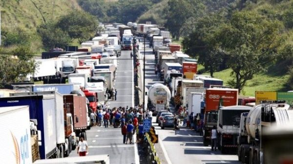 Resultado de imagen para brasil paro de camioneros
