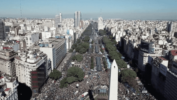 Tens of thousands gather at Buenos Aires