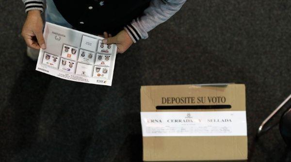 El 53,37 por ciento de los colombianos asistieron a las urnas el domingo.