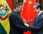 Bolivian Minister of Foreign Affairs Fernando Huanacuni Mamani (L) meets with Chinese counterpart Wang Yi.