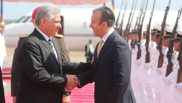 Díaz-Canel fue recibido por el vicepresidente venezolano Tareck El Aissami.