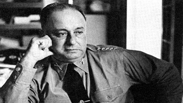 Anastasio Somoza García gobernó hasta 1956, cuando fallece y su hijo Luis accede al poder.
