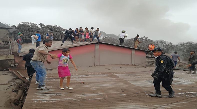 Junto al presidente de la nación, Jimmy Morales, la Conred indicó que se mantiene la alerta anaranjada para todo el país y roja en los municipios Escuintla, Chimaltenango y Sacatepéquez, los más afectados hasta ahora.