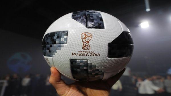 3c52cd276a1e3 Ahora los fanáticos del fútbol podrán interactuar con el Telstar a través  de sus teléfonos y tablets.