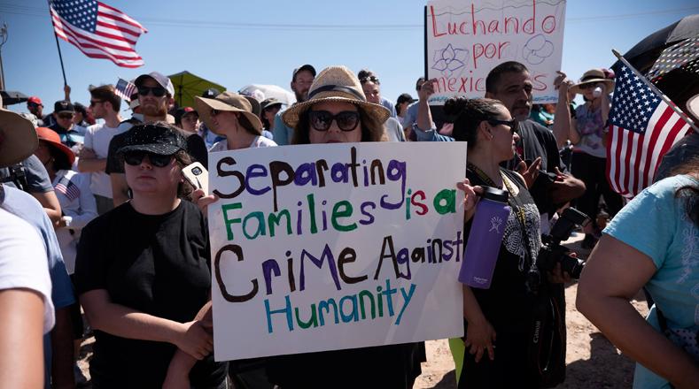 """Ante esta situación, miles de estadounidenses han protestado en contra de la política que impulsa el Gobierno de Trump y exigen acabar con la separación de las familias al considerarla como """"un crimen en contra de la humanidad""""."""