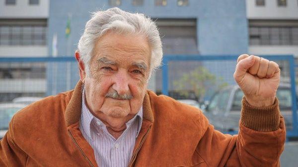 """""""Lula son todos, todos los que tienen problemas en América Latina, no se olviden"""", expresó Mujica."""
