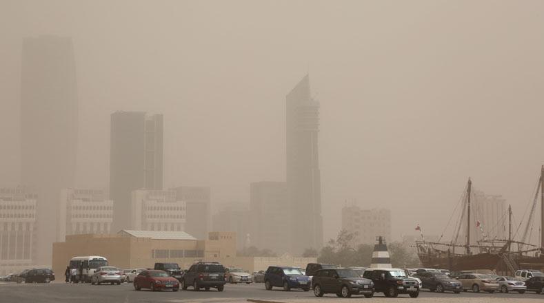Una enorme tormenta de arena que ocurrió este miércoles en Kuwait, paralizó por el lapso de varias horas.