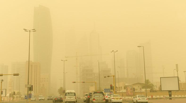 Los habitantes de este país se vieron afectados con la pérdida de la visibilidad y tuvieron que cubrir sus vías respiratorias para no recibir un impacto mayor en su salud.