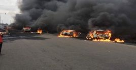 En el lugar se concentraronbomberos para apagar el fuego, así como varias unidades de ambulancias para atender a las víctimas.
