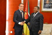 Venezuela's Arreaza (L) meets with Mozambique's Macamo (R) to strengthen bilateral relations.
