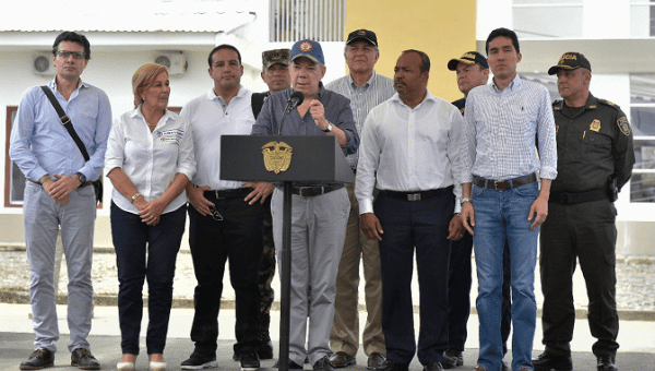 President Juan Manuel Santos (C) offers condolences to the families of slain human rights leaders in Colombia on July 5, 2018.