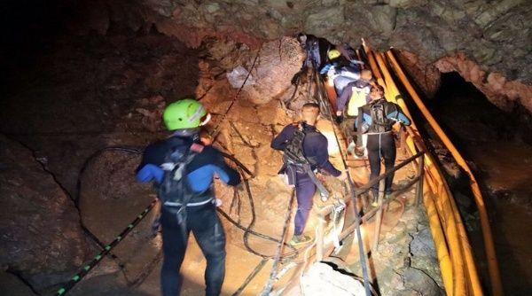 Suman ocho los niños rescatados de una cueva en Tailandia