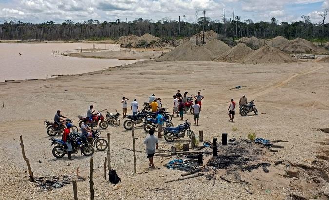 telesurtv.net - teleSUR/ rfpl-MS - Illegal Gold Mining in Peru Is Devastating the Amazon