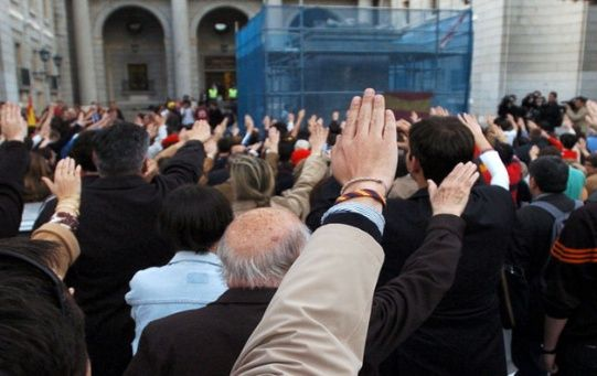 Concentración del 2005 en la plaza de San Juan de la Cruz, en Madrid, donde fue retirada la estatua ecuestre de Franco.