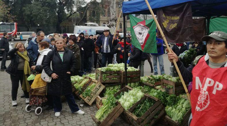 La protesta se realizó en las puertas de la Sociedad Rural, ubicado en la ciudad capital, en el marco de la apertura de la ExpoRural 2018.