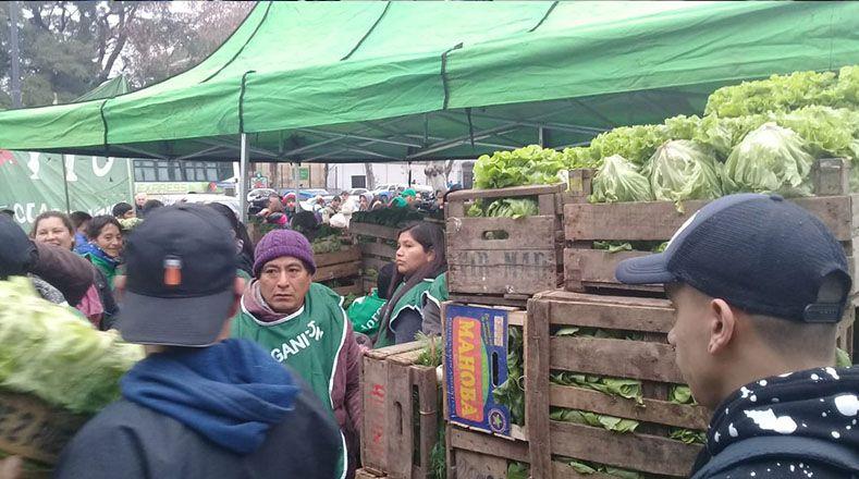 """La UTT denunció que """"en La Rural se expresa el supuesto modelo exitoso (...) pero que no produce alimentos para el pueblo argentino y está destruyendo los últimos bosques nativos, la calidad de los suelos e impulsando desalojos de familias campesinas e indígenas""""."""