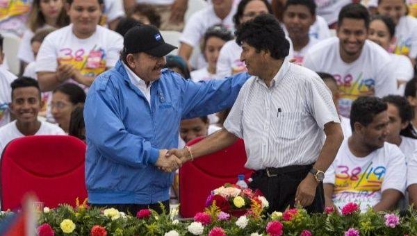 Nicaraguan President Daniel Ortega (L) and Bolivian President Evo Morales (R).
