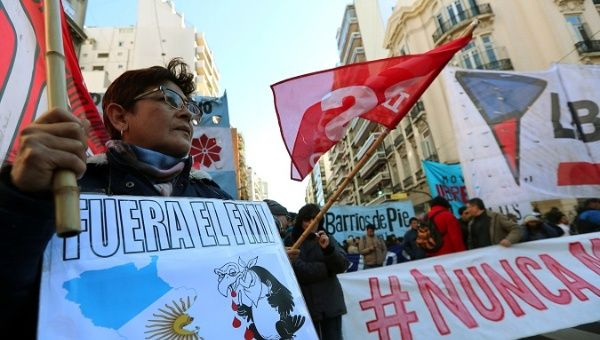 As IMF Chief met with high-ranking authorities, Argentines rejecte dthe IMF in the streets.