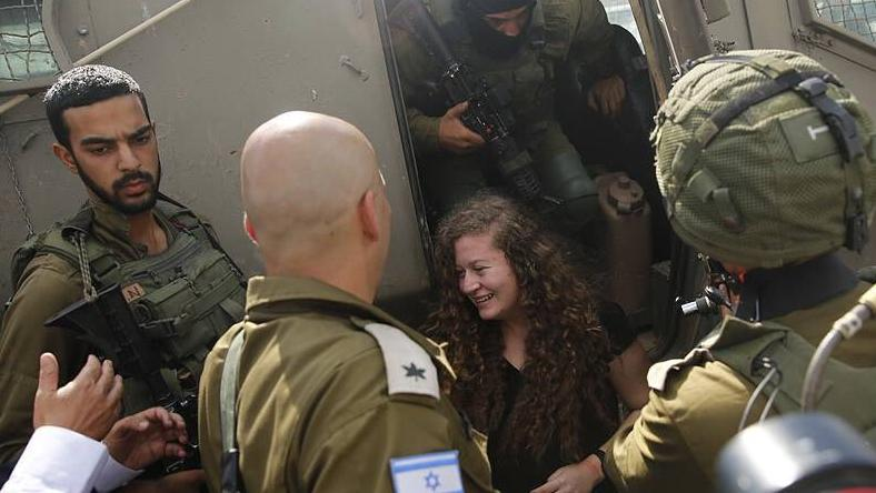 Aún con 16 años, la adolescente fue condenada a ocho meses de cárcel, cumpliendo sus 17 años en una prisión de Israel.