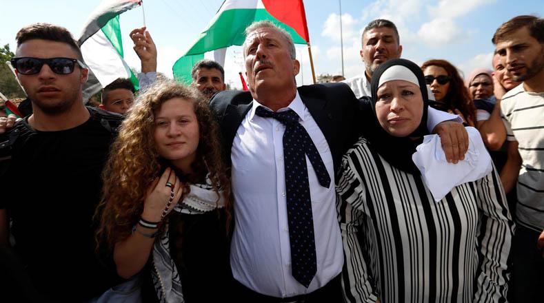 La joven se convirtió en un símbolo de la resistencia. Muchas personas en el mundo se unieron para pedir la libertad de Ahad. Ella es sólo uno de los cientos de niños y niñas detenidos por el ejército de Israel.