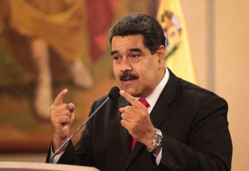"""El mandatario aseguró que está protegido por """"el pueblo y las Fuerzas Armadas Bolivarianas""""."""