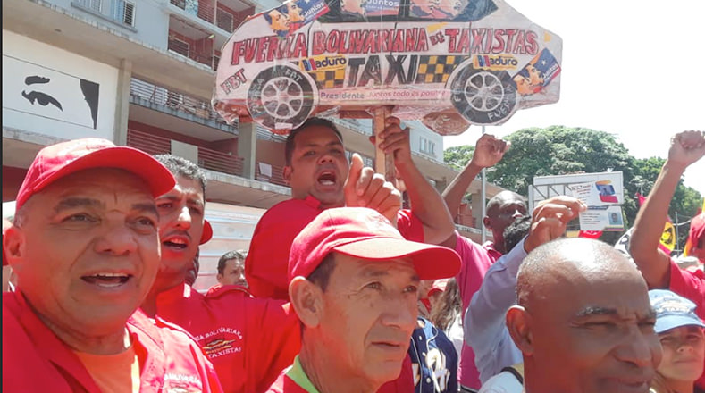 """""""Aquí está un pueblo defendiendo a Maduro"""", """"presidente cuenta con nuestro apoyo"""", son frases que dicen los presentes."""