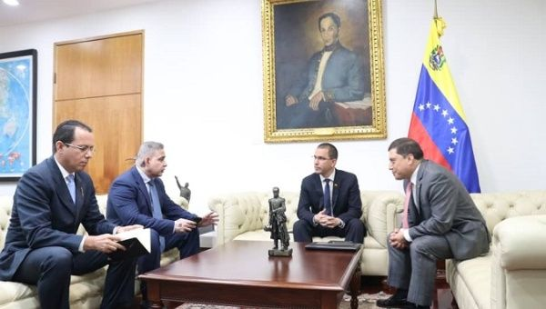 Venezuelan authorities met with Colombian advisor to provide details of the ongoing investigation on the attack against president Maduro.