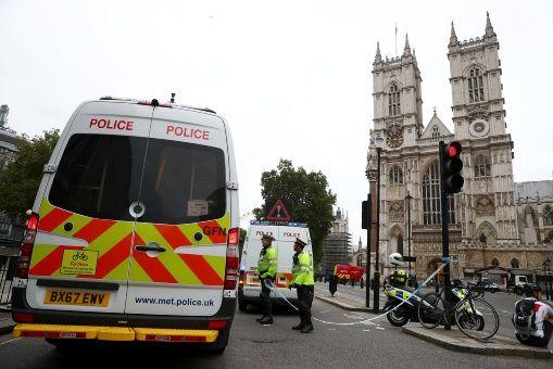 Resultado de imagen para choque parlamento britanico