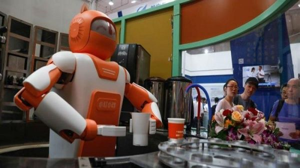 China exhibe robots humanoides en Conferencia internacional