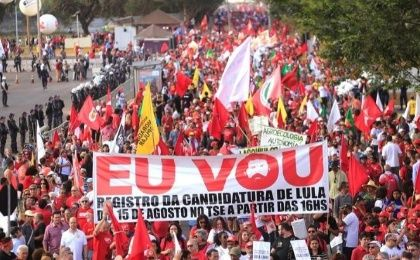 Landless Workers Movement members take to the streets in favor of Lula