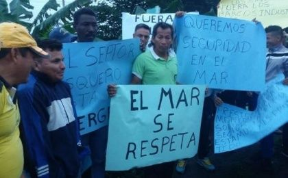 Traditional Fishing Sector of Ecuador is protesting against Government inaction.