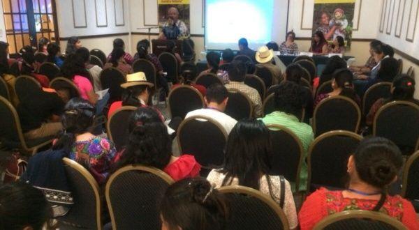 Indígenas guatemaltecos analizan medidas contra el racismo