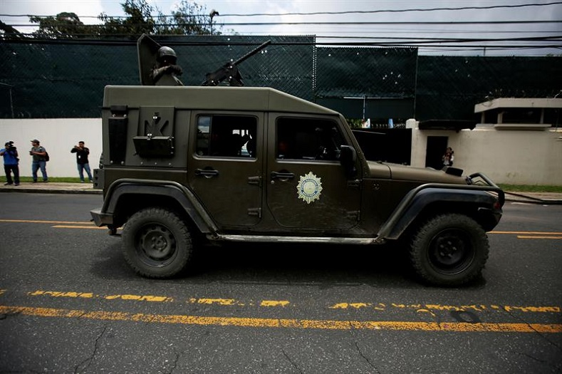 Shortly after, activists warned that military cars were riding around the CICIG