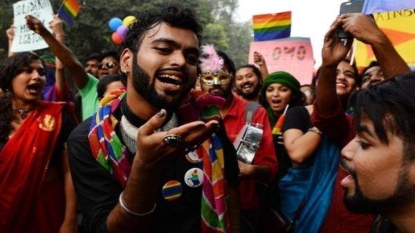 Resultado de imagen para india despenaliza el homosexualismo