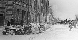 La ciudad sufrió un fuerte bloqueo por parte de Adolf Hitler por su ubicación estratégica para invadir la Unión Soviética.